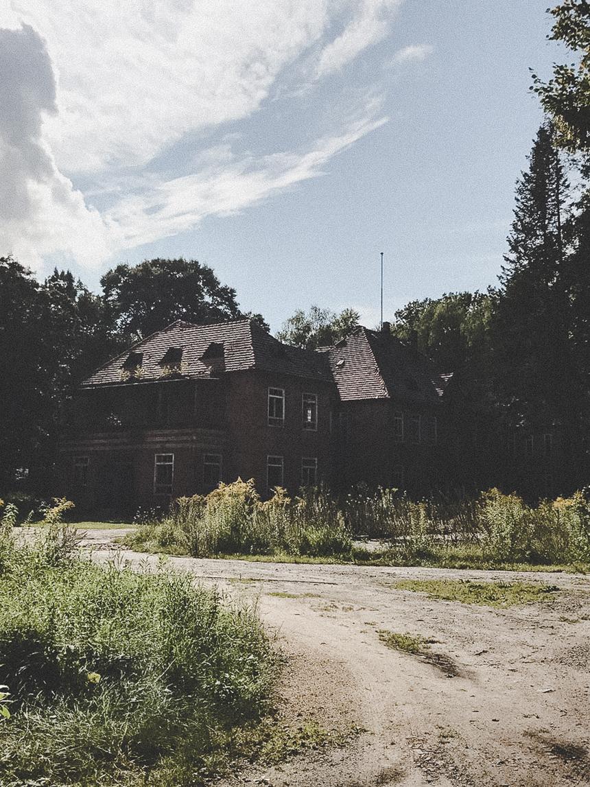 Mystery Shooting: Auf einem unserer Lost Places habe ich mich gefragt, was die Vergangenheit eigentlich für die Zukunft bedeutet.