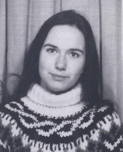 Stephanie Grupe im selbstgestrickten Norweger-Pulli (1981)