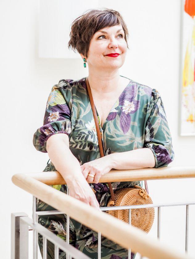 50 plus Lifestyle: Modebloggerin Susanne Ackstaller zeigt, wie sie Mustermix stylt.