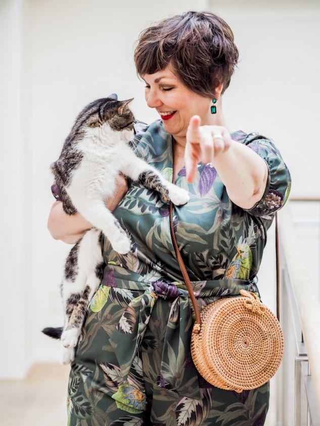 50 plus Bloggerin Susanne Ackstaller Texterella stylt ein Outfit im Mustermix.