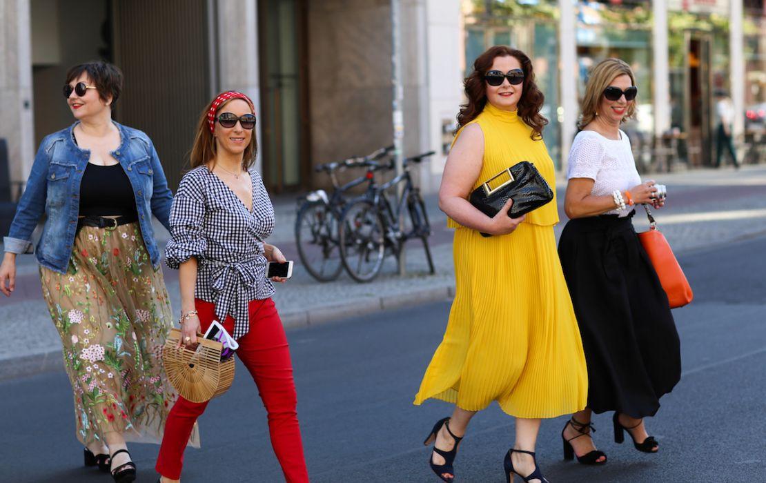 Susanne Ackstaller mit Kolleginnen auf der Fashionweek in Berlin: Warum gibt es hier so wenig Vielfalt?