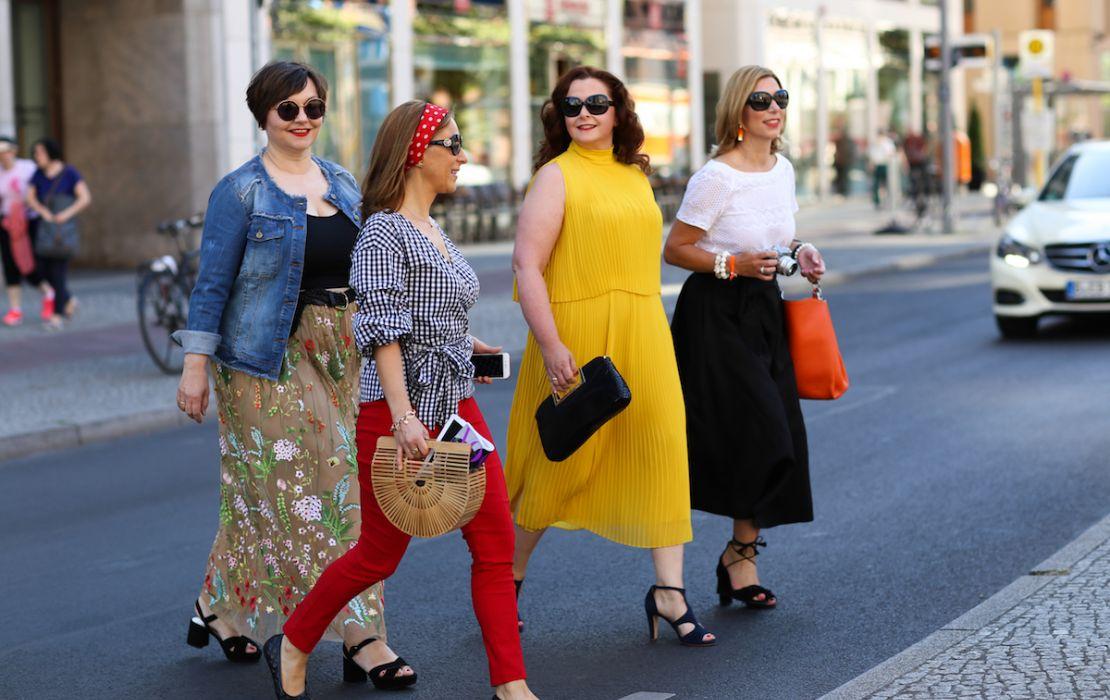 Susanne Ackstaller mit Bloggerkolleginnen auf der Fashionweek in Berlin:. Mit dabei Valerie Müller von life40up, Katja Schiffer von fine & shine und Martina Klein von still sparkling