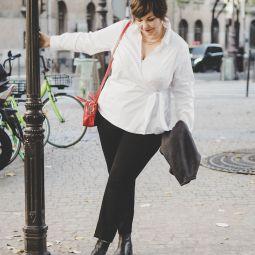 Paris weisse bluse rote tasche sib