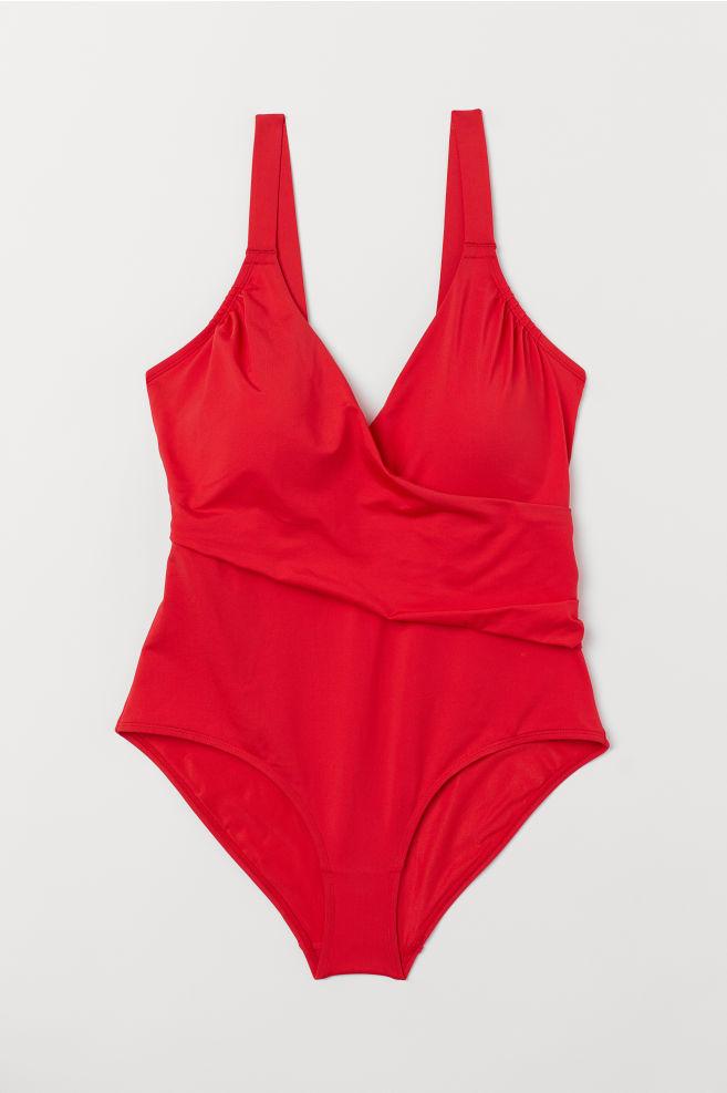 Badeanzug für große Größen und Plussize – denn dem Meer ist es egal, ob du eine Bikinifigur hast.