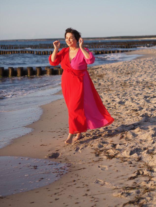 Susanne ackstaller am strand von ahrenshoop