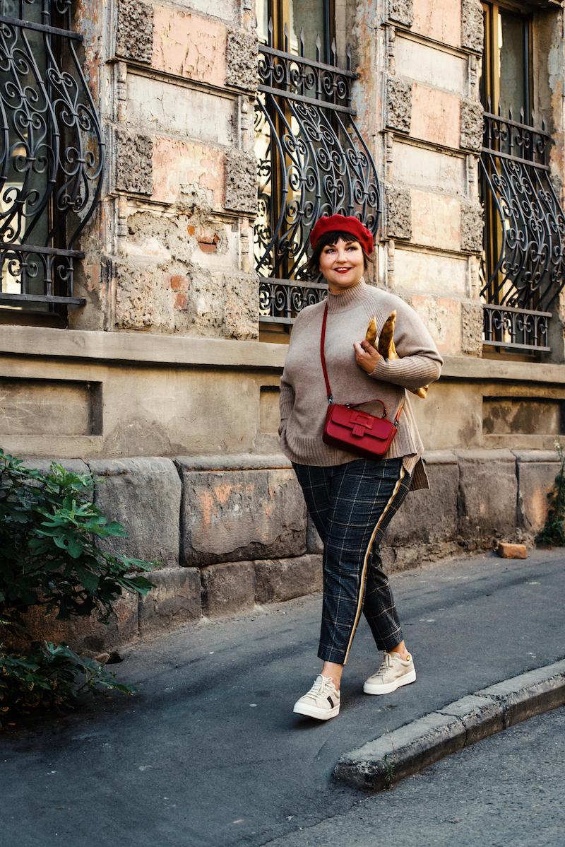 Susanne Ackstaller aka Texterella ist unterwegs in Tiflis und zeigt die aktuelle Herbstmode von MADELEINE.