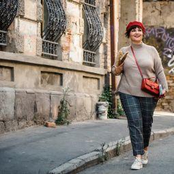 Susanne mit barett madeleine georgien quer-9264 kopie 2