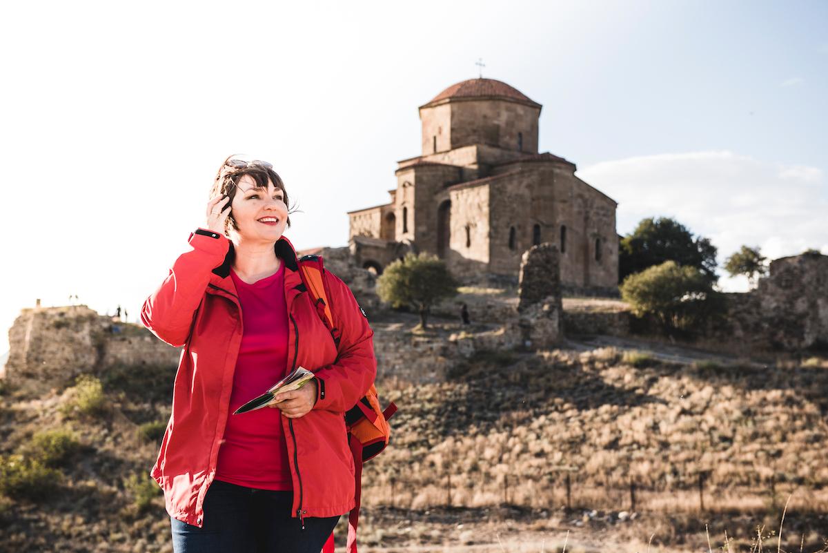 Susanne Ackstaller auf Wanderungen in Georgien.
