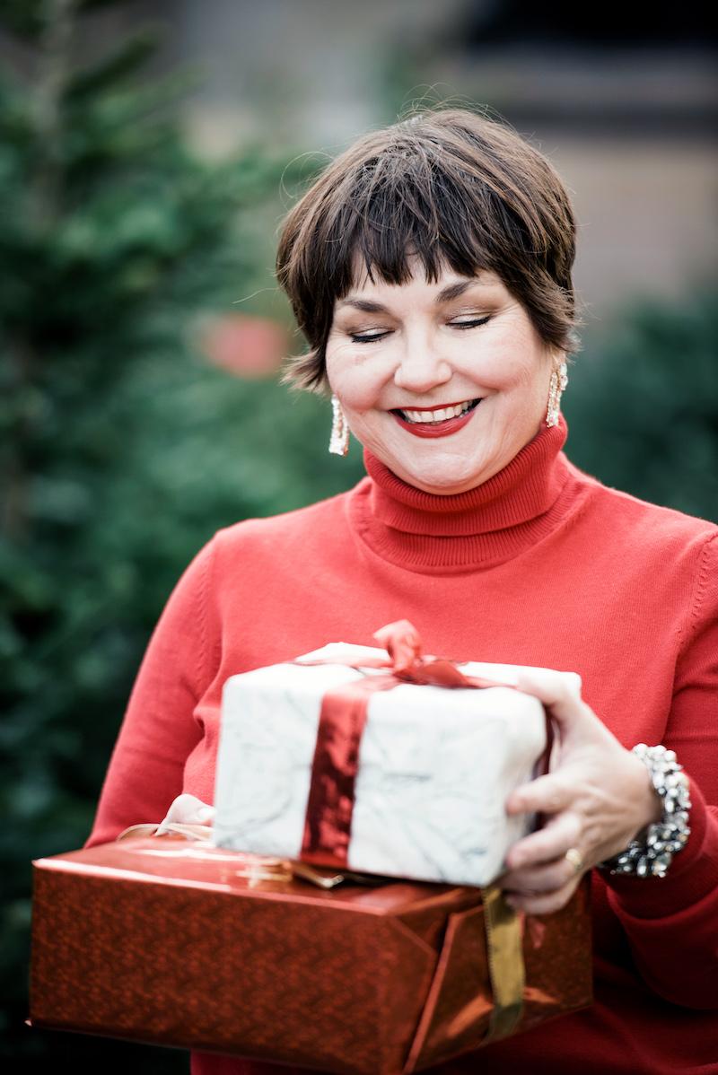 Weihnachtsrot zum Strasskollier: Das trägt Texterella unterm Weihnachtsbaum!