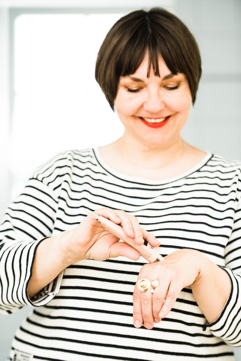 Wie pflegt man seine Hände, damit sie trotz vielem Händewaschen nicht rissig werden? Susanne Ackstaller stellt die besten Handcremes vor.