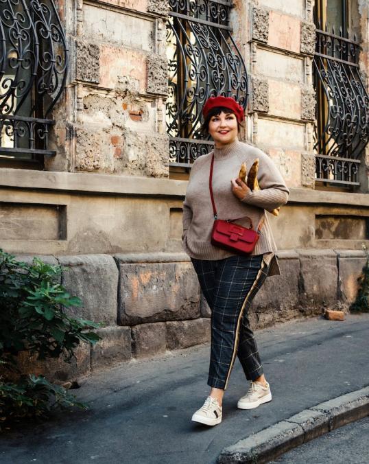 Susanne mit barett madeleine georgien-9292 kopie