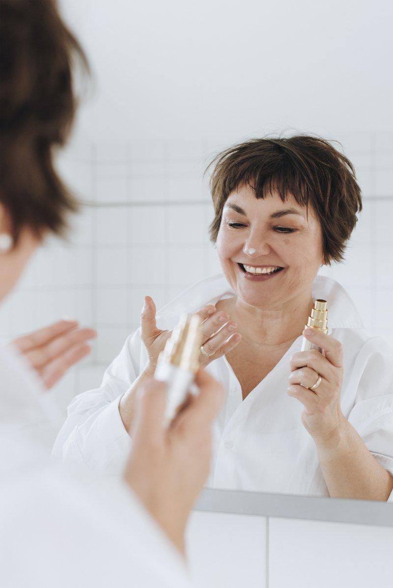 Auftragen und schöner fühlen: So einfach ist wirkungsvolle Hautpflege! Texterella schreibt darüber.