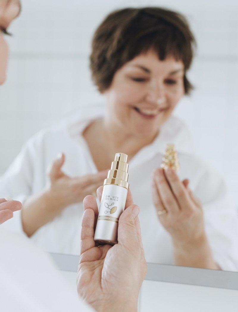 So unkompliziert ist wirkungsvolle Hautpflege: Susanne Ackstaller zeigt es dir!