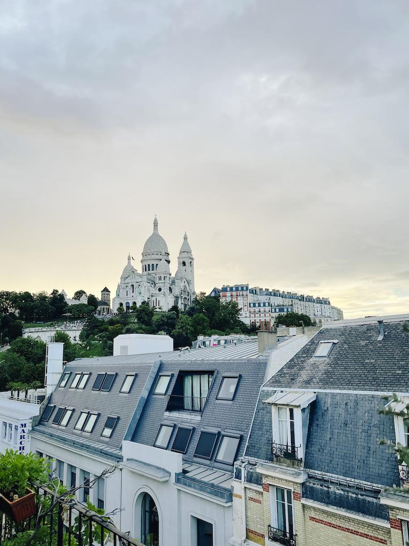 Badezimmerblick auf Sacré-Coeur
