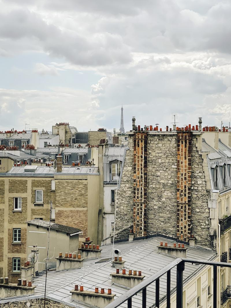 Balkonblick auf den Eiffelturm