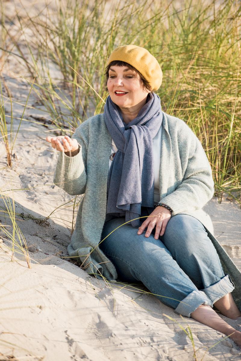 Kuschelige Herbstmode am Meer: Texterella Susanne Ackstaller zeigt die schönsten Looks.