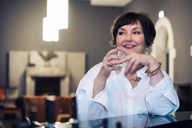 Susanne Ackstaller Texterella im Hotel Oderberger in Berlin - die Kaminbar