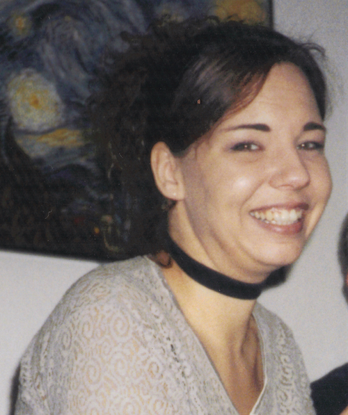 Anja – in Hellgrau und mit Halsband