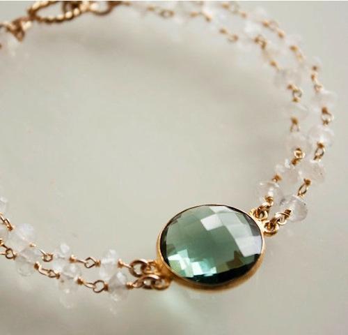 Zartes Armband mit Mondsteinen und grünem Quarz
