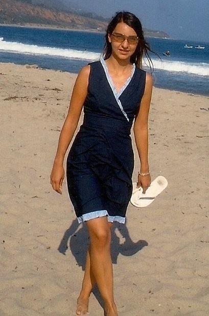 Emma mit 30 am Strand von Los Angeles