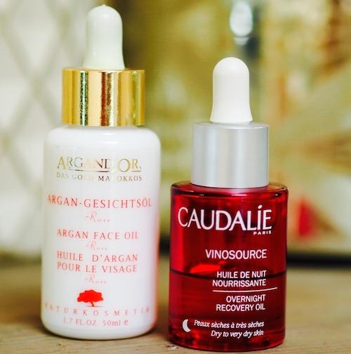 Zwei Hautöle für trockene Haut: Vinosource von Caudalie und Argand'Or Gesichtsöl Rose