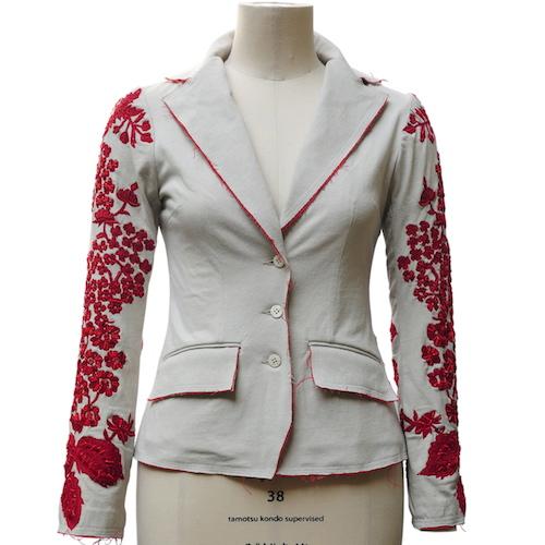 Jacke mit roter Perlenstickerei von Christine Mayer