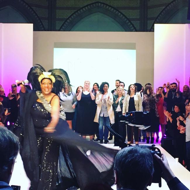 Joanne Bell auf der Fashionshow der Plussize Fashion Days