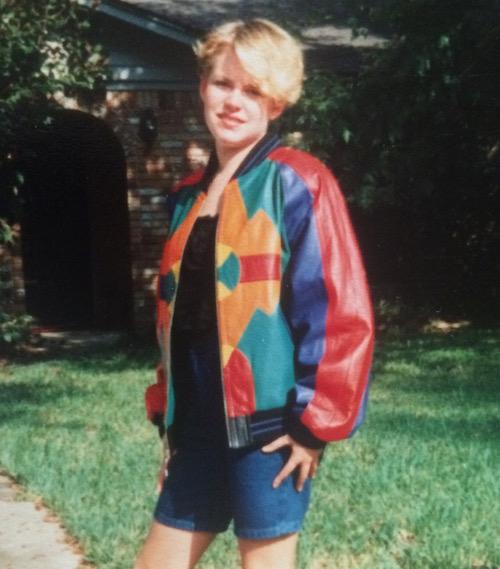 Frauke in ihrem Lieblingskleidungsstück: eine bunte Lederjacke