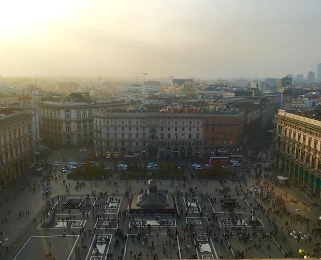 Mailand: Blick auf den Piazza del Duomo im Herbstlicht