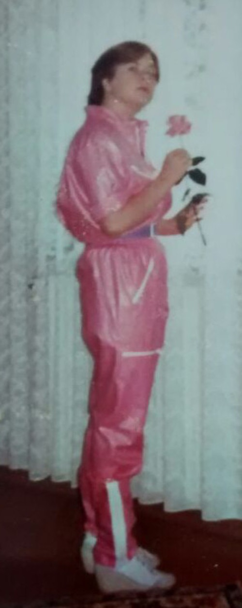 Michaela Pelz, 1981 im rosa Jumpsuit