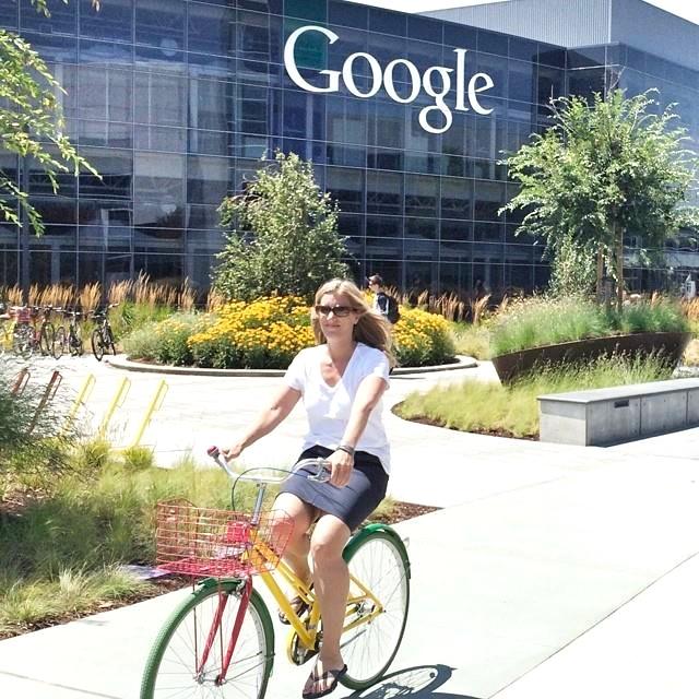 Ricarda Nieswandt, 2014, radelnd auf dem Google-Gelände
