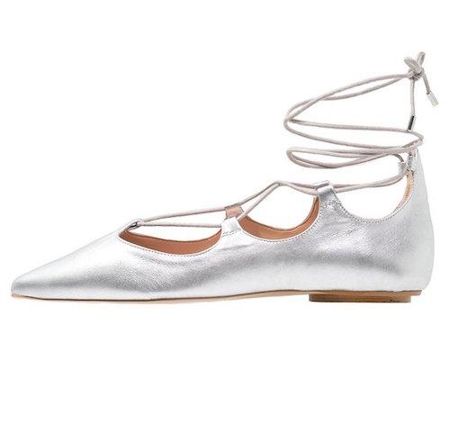 Riemchenballerinas im Ghillie-Style in Silber