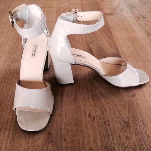 Sandalen in hellem Greige von Paul Green
