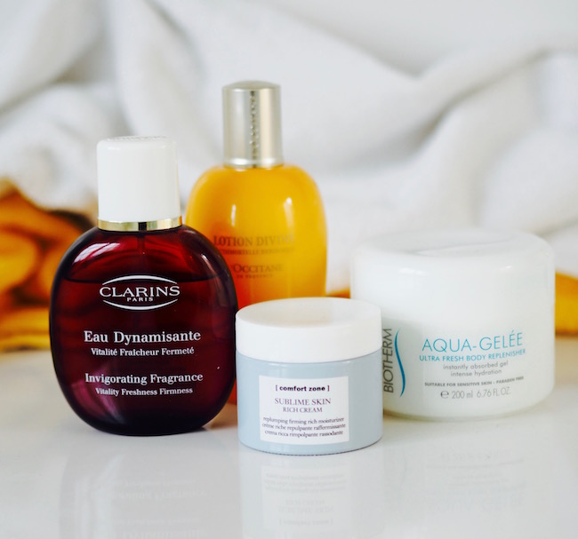 Vier Produkte, die wie der Sommer riechen: Comfort Zone: Sublime Skin Rich Cream. L'Occitane: Immortelle Lotion Divine. Biotherm: Aqua Gelee. Clarins: Eau Dynamisante