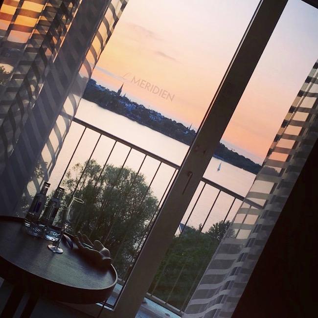 Sonnenuntergang an der Alster. Vom 7. Stock des Le Meridien Hamburg aus gesehen.