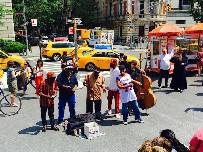 Straßenmusiker vor dem Metropolitan Museum auf Art