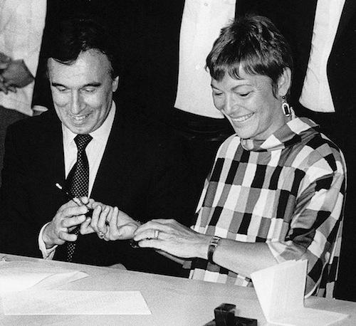 Vertragsunterzeichnung 1990