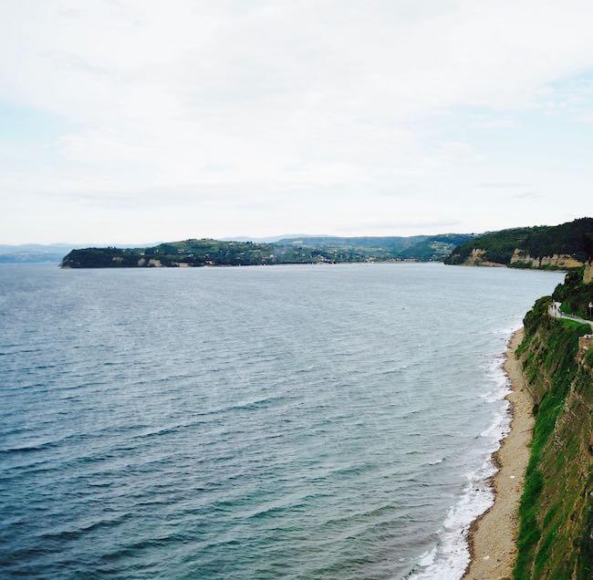 Die Steilküste Richtung Isola und Koper