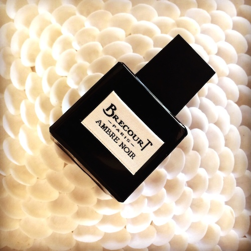 Parfüm Ambre Noir von Brecourt in einem klassisch strengen schwarzen Flakon