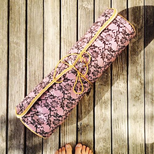 Yogamatte von Holistic Silk, gefüllt mit Lavendel